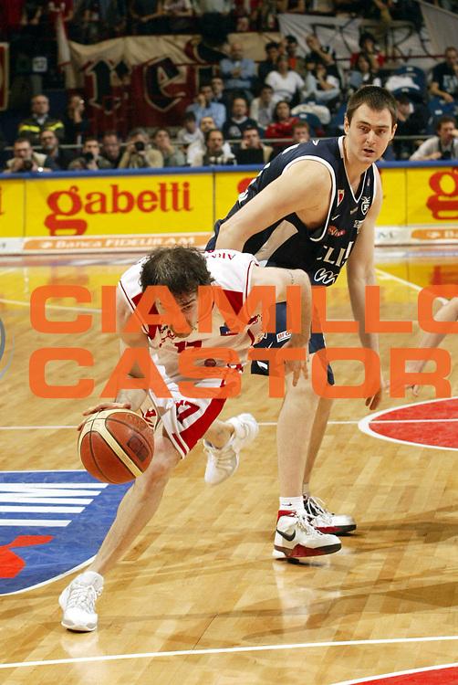 DESCRIZIONE : Milano Lega A1 2005-06 Armani Jeans Milano Climamio Bologna <br />GIOCATORE : Calabria<br />SQUADRA : Armani Jeans Milano<br />EVENTO : Campionato Lega A1 2005-2006<br />GARA : Armani Jeans Milano Climamio Bologna<br />DATA : 02/04/2006<br />CATEGORIA : Palleggio<br />SPORT : Pallacanestro<br />AUTORE : Agenzia Ciamillo-Castoria/S.Ceretti