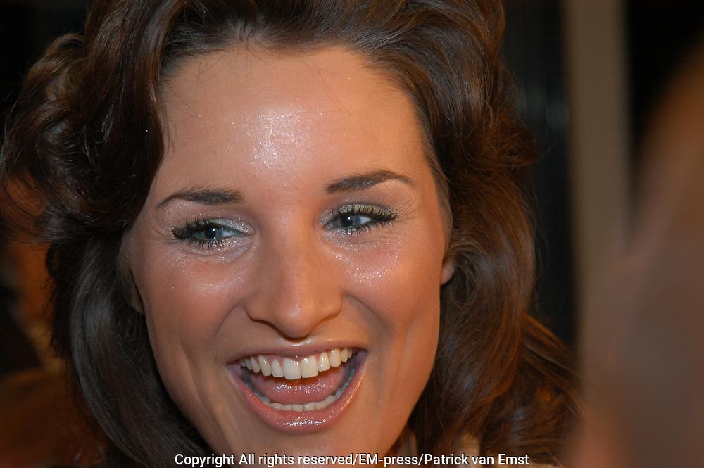 Lieke van Lexmond aanwezig op de premiere van Bridget Jones , The Edge of Reason.<br /> <br /> Ren&eacute;e Zellweger, Hugh Grant en Colin Firth zijn weer bij elkaar voor de romantische komedie BRIDGET JONES: THE EDGE OF REASON. Het verwachte vervolg op BRIDGET JONES'S  DIARY.