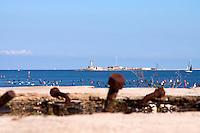 24/04/2009 Brindisi Diga di Punta Riso sullo sfondo il faro dell'isola delle Pedagne, isole situate nel porto esterno di Brindisi