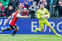 ROTTERDAM - Feyenoord - PSV , Voetbal , Eredivisie , Seizoen 2016/2017 , De Kuip , 26-02-2017 ,  PSV keeper Jeroen Zoet (r) met redding terwijl Feyenoord speler Jens Toornstra (l) hem achtervolgd