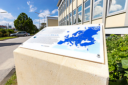 """17.05.2019, Atominstitut, Wien, AUT, Atominstitut wird zur """"EPS Historic Site"""" erhoben, im Bild ein Schild neben dem Eingang // The Atominstitut in Vienna will be an EPS Historic Site, Austria on 2019/05/17. EXPA Pictures © 2019, PhotoCredit: EXPA/ Sebastian Pucher"""
