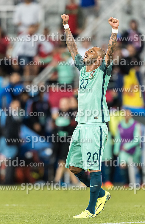 25.06.2016, Stade Bollaert Delelis, Lens, FRA, UEFA Euro 2016, Kroatien vs Portugal, Achtelfinale, im Bild Jubel von Ricardo Quaresma (POR) // Ricardo Quaresma (POR) celebrates during round of 16 match between Croatia and Portugal of the UEFA EURO 2016 France at the Stade Bollaert Delelis in Lens, France on 2016/06/25. EXPA Pictures © 2016, PhotoCredit: EXPA/ JFK