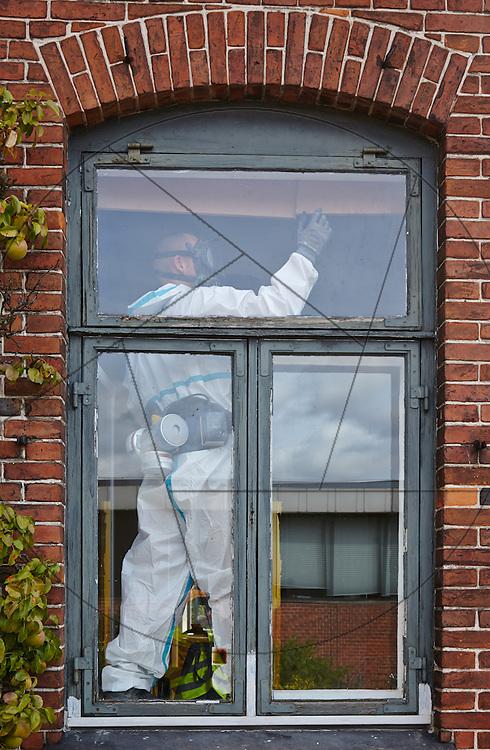 Diakonissestiftelsen Peter Bangsvej Frederiksberg, nedrivning af huse før nybygning af hospice arbejdssikkerhed, arbejdsmiljø, vindue, beskyttelsesdragt, åndedrætsværn