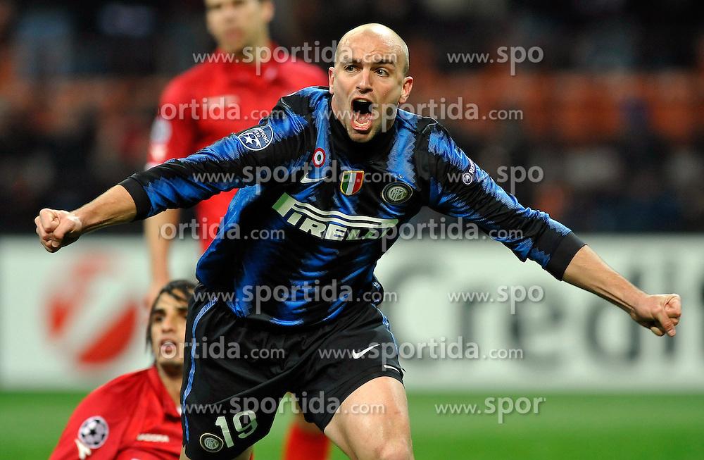 24.11.2010, Giuseppe Meazza Stadion, Mailand, ITA, UEFA CL, Inter Mailand vs Twente Enschede, im Bild .Inter player Esteban Cambiasso  celebrates his 1-0 leading goal., EXPA/ InsideFoto/ Perottino+++++ ATTENTION - FOR AUSTRIA/AUT, SLOVENIA/SLO, SERBIA/SRB an CROATIA/CRO CLIENT ONLY +++++
