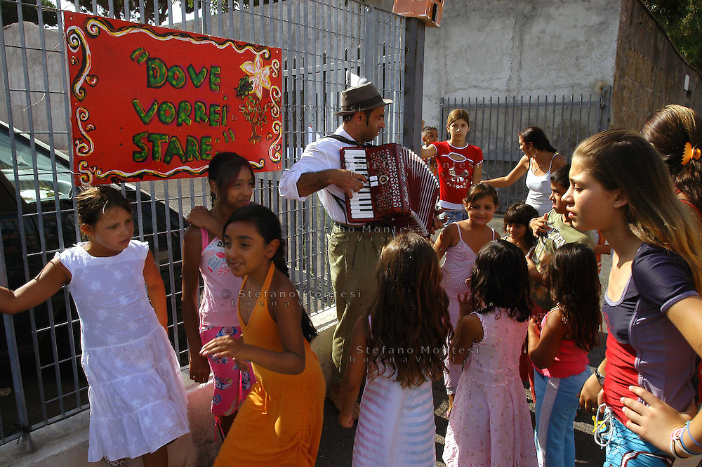 Roma 3 Juli 2007. Rom's camp  of via Gordiani  inhabited by Roma Slav..First  Exhibition of paintings created by the children  of the camp