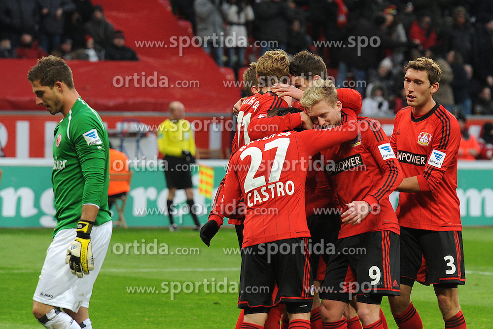 19.01.2013, BayArena, Leverkusen, GER, 1. FBL, Bayer 04 Leverkusen vs Eintracht Frankfurt, 18. Runde, im Bild V.l.n.r. Lars Bender, Torschuetze Stefan Kiessling, Philipp Wollscheid, Gonzalo Castro, Andre Schuerrle und Stefan Reinartz ( alle Bayer 04 Leverkusen ) jubeln ueber das 2 : 0, Torhueter Kevin Trapp ( Eintracht Frankfurt/ Action/ Aktion ) ist enttaeuscht // during the German Bundesliga 18th round match between Bayer 04 Leverkusen and Eintracht Frankfurt at the BayArena, Leverkusen, Germany on 2013/01/19. EXPA Pictures © 2013, PhotoCredit: EXPA/ Eibner/ Thomas Thienel..***** ATTENTION - OUT OF GER *****