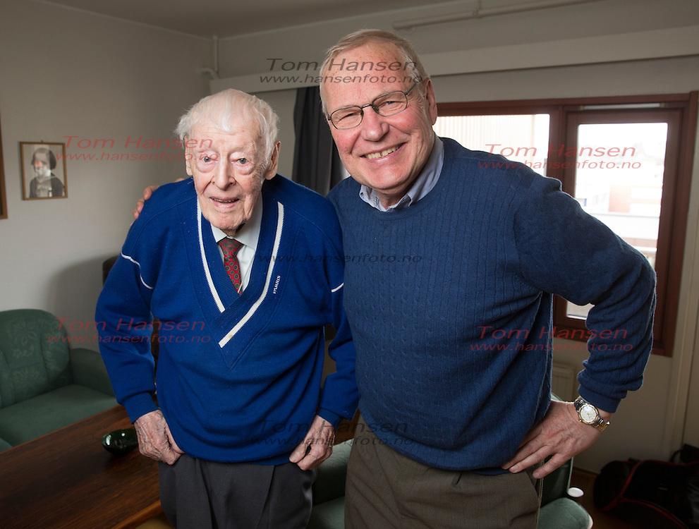 OSLO, 20160413: Legendariske Per Dorsett fyller straks 96 år. En svært oppegående og tilstedeværende mann snakker om livet så langt i Her og Nå. Arne Scheie har fortsatt god kontakt med Jorsett og er stadig på besøk. FOTO: TOM HANSEN