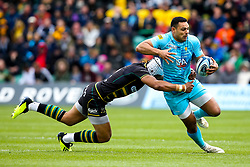 Ben Te'o of Worcester Warriors takes on Luther Burrell of Northampton Saints - Mandatory by-line: Robbie Stephenson/JMP - 04/05/2019 - RUGBY - Franklin's Gardens - Northampton, England - Northampton Saints v Worcester Warriors - Gallagher Premiership Rugby