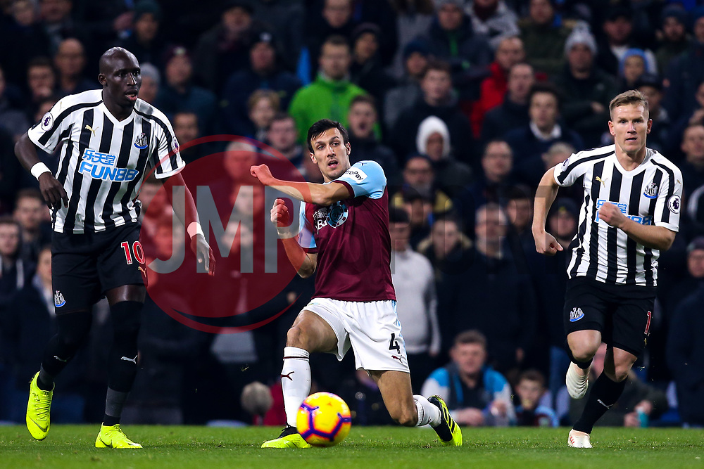 Jack Cork of Burnley takes on Mohamed Diame and Matt Ritchie of Newcastle United - Mandatory by-line: Robbie Stephenson/JMP - 26/11/2018 - FOOTBALL - Turf Moor - Burnley, England - Burnley v Newcastle United - Premier League