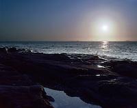 Lav sommersol over havet utenfor Vigra.<br /> Foto: Svein Ove Ekornesvåg