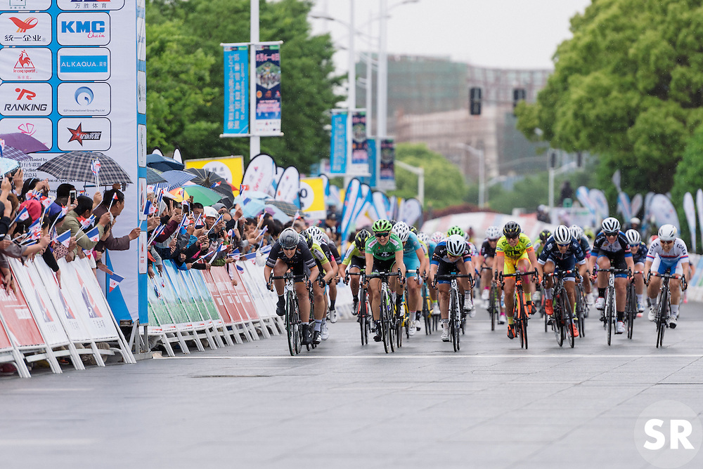 Chloe Hosking edges out Leah Kirchmann in the sprint - Tour of Chongming Island 2016 - Stage 2. A 113km road race on Chongming Island, China on May 7th 2016.