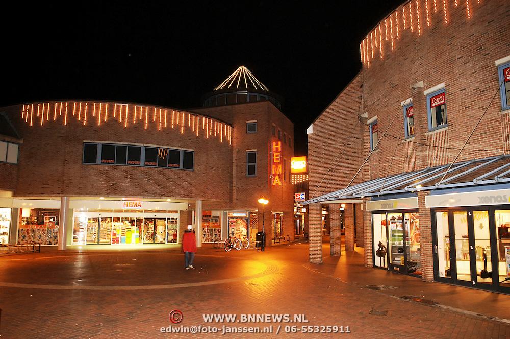 NLD/Huizen/20051107 - Ontsteken van de nieuwe kerstverlichting Hart van Huizen