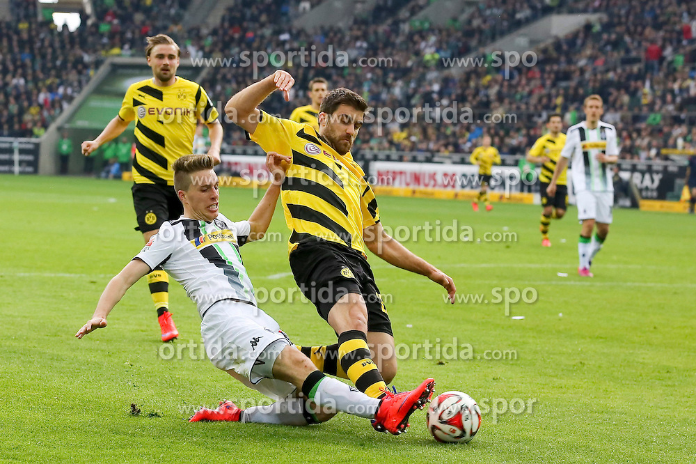 11.04.2015, Borussia Park, Moenchengladbach, GER, 1. FBL, Borussia Moenchengladbach vs Borussia Dortmund, 28. Runde, im Bild Sokratis (Borussia Dortmund #25) im Zweikampf gegen Patrick Herrmann (Borussia Moenchengladbach #7) // 15054000 during the German Bundesliga 28th round match between Borussia Moenchengladbach and Borussia Dortmund at the Borussia Park in Moenchengladbach, Germany on 2015/04/11. EXPA Pictures &copy; 2015, PhotoCredit: EXPA/ Eibner-Pressefoto/ Sch&uuml;ler<br /> <br /> *****ATTENTION - OUT of GER*****