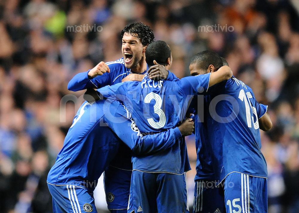 Fussball  Champions League   Halbfinale   Saison 2007/2008     30.04.2008 FC Chelsea London - FC Liverpool                     JUBEL Chelsea, Michael Essien, Michael Ballack, Ashley Cole und Florent Malouda (v.li.)