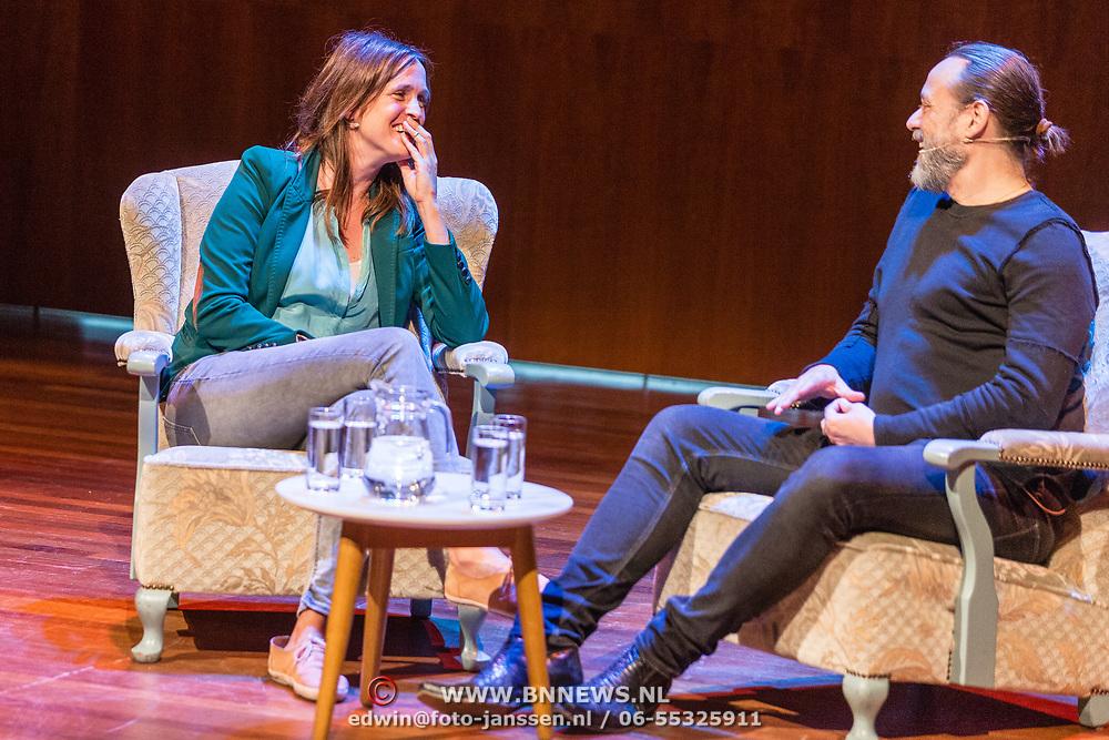 """NLD/Utrecht/20170513 - Boeklancering """"Ach, moedertje"""" geschreven door Hugo Borst, Jaanine Abbring interviewd Hugo Borst"""