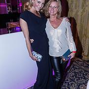NLD/Amsterdam/20131111 - Beau Monde Awards 2013, Liza Sips en haar moeder