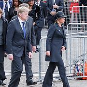NLD/Amsterdam/20150504 - Dodenherdenking 2015 Amsterdam, aankomst leden van de regering, Staatssecretaris Martin van Rijn van Volksgezondheid, Welzijn en Sport, minister Jeanine Hennis-Plasschaert van Defensie