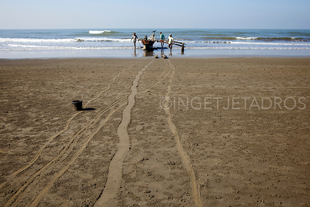 Once a sleepy fishing village called Harmal, Arambol Beach has become the newest hippie haven for Goa's freaks, but the locals still continue to do their daily chores as fishing.<br />