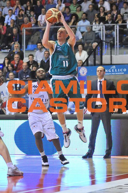 DESCRIZIONE : Biella Lega A 2011-12 Angelico Biella Benetton Treviso<br /> GIOCATORE : Jobey Thomas<br /> CATEGORIA : Tiro<br /> SQUADRA : Benetton Treviso<br /> EVENTO : Campionato Lega A 2011-2012<br /> GARA : Angelico Biella Benetton Treviso<br /> DATA : 18/03/2012<br /> SPORT : Pallacanestro<br /> AUTORE : Agenzia Ciamillo-Castoria/S.Ceretti<br /> Galleria : Lega Basket A 2011-2012<br /> Fotonotizia : Biella Lega A 2011-12 Angelico Biella Benetton Treviso<br /> Predefinita :