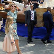 Koningsdag 2014 in Amstelveen, het vieren van de verjaardag van de koning. / Kingsday 2014 in Amstelveen, celebrating the birthday of the King. <br /> <br /> <br /> Op de foto / On the photo: koningin Maxima met haar dochter Amalia / Queen Maxima with her daughter Amalia