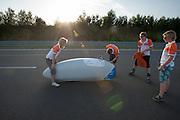 In Schipkau bereidt het Human Power Team Delft en Amsterdam zich met fietser Wil Baselmans voorop testen met de VeloX3. In september wil het team, dat bestaat uit studenten van de TU Delft en de VU Amsterdam, een poging doen het wereldrecord snelfietsen te verbreken, dat nu op 133 km/h staat tijdens de World Human Powered Speed Challenge.<br /> <br /> At the Dekra test track in Lausitz the Human Power Team Delft and Amsterdam is preparing the VeloX3 for testing. With the special recumbent bike the team, consisting of students of the TU Delft and the VU Amsterdam, also wants to set a new world record cycling in September at the World Human Powered Speed Challenge. The current speed record is 133 km/h.
