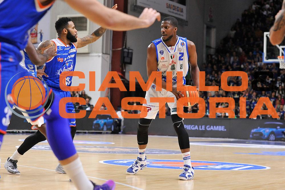 DESCRIZIONE : Eurocup 2015-2016 Last 32 Group N Dinamo Banco di Sardegna Sassari - Cai Zaragoza<br /> GIOCATORE : Tony Mitchell<br /> CATEGORIA : Palleggio<br /> SQUADRA : Dinamo Banco di Sardegna Sassari<br /> EVENTO : Eurocup 2015-2016<br /> GARA : Dinamo Banco di Sardegna Sassari - Cai Zaragoza<br /> DATA : 27/01/2016<br /> SPORT : Pallacanestro <br /> AUTORE : Agenzia Ciamillo-Castoria/C.Atzori