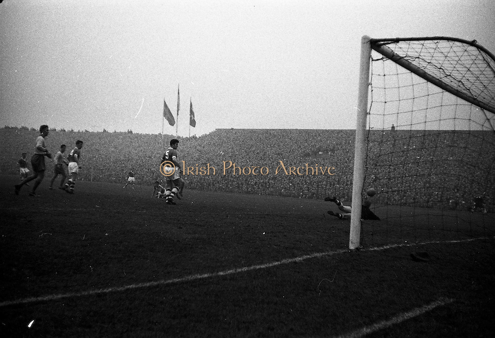 01/11/1959<br /> 11/01/1959<br /> 01 November 1959 <br /> International Soccer: Ireland v Sweden at  Dalymount Park, Dublin.