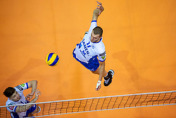 01-05-2019 NED: Abiant Lycurgus - Achterhoek Orion, Groningen<br /> Final Round 3 of 5 Eredivisie volleyball, The men's title fight is incredibly exciting. In an atmospheric Martini Plaza, Achterhoek Orion managed to strike tonight after two lost sets against reigning Dutch champion Abiant Lycurgus: 2-3 (25-17, 25-13, 23-25, 29-31, 11-15). That gives a 2-1 lead in the best-of-five series / Sam Gortzak #1 of Lycurgus, Niels de Vries #17 of Lycurgus