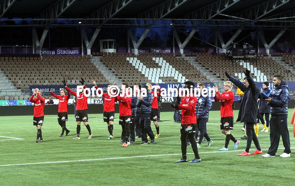 1.11.2014, Sonera Stadion, Helsinki.<br /> Suomen Cup 2013, loppuottelu Helsingin Jalkapalloklubi - FC Inter Turku.<br /> Interin pelaajat kiitt&auml;m&auml;ss&auml; faneja ottelun j&auml;lkeen.