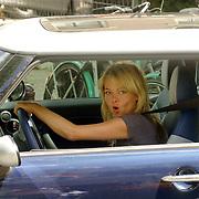 NLD/Amsterdam/20060620 - Sita Vermeulen rijdend in haar Mini