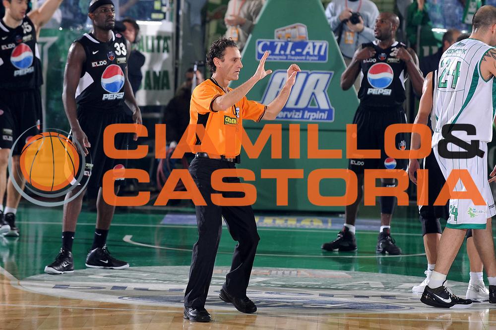 DESCRIZIONE : Avellino Lega A 2009-10 Air Avellino Pepsi Juve Caserta<br /> GIOCATORE : Arbitro<br /> SQUADRA : Pepsi Juve Caserta<br /> EVENTO : Campionato Lega A 2009-2010<br /> GARA : Air Avellino Pepsi Juve Caserta<br /> DATA : 19/12/2009<br /> CATEGORIA : Arbitro referees<br /> SPORT : Pallacanestro<br /> AUTORE : Agenzia Ciamillo-Castoria/GiulioCiamillo<br /> Galleria : Lega Basket A 2009-2010 <br /> Fotonotizia : Avellino Campionato Italiano Lega A 2009-2010 Air Avellino Pepsi Juve Caserta<br /> Predefinita :