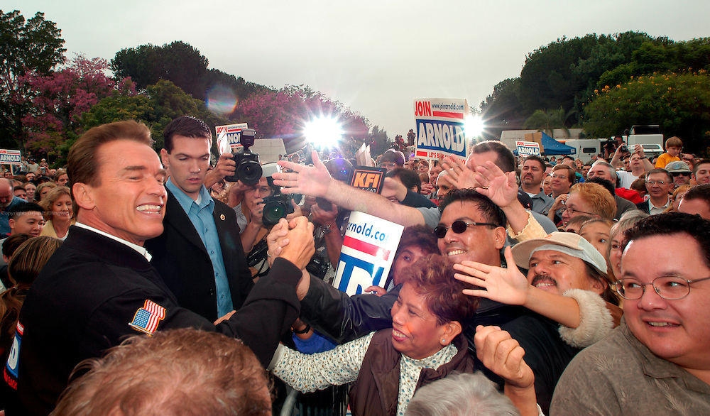 """Arcadia, CA, USA, Oct. 10th 2003: Arnold Schwarzenegger continued his """"California Comeback Express"""" campaign tour troughout California in his attemt to perusade the californians to vote for recall of Gray Davis and elect the actor as the new Governor of California.<br /> <br /> At the Los Angeles Arboretum in Arcadia, Arnold greeting supporteres.<br /> <br />  *** Local Caption *** , posted on Corbis web ,"""