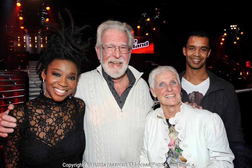 Uitslag Finale The Voice of Holland 2012.<br /> <br /> Op de foto:  Leona Philippo met haar ouders