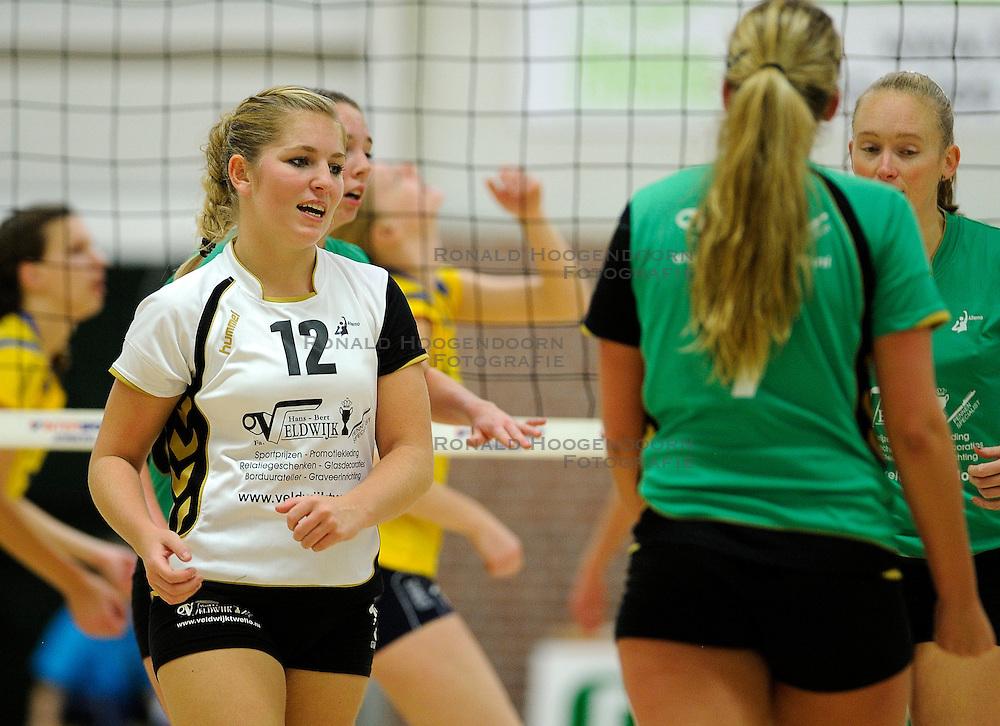 27-10-2012 VOLLEYBAL: VV ALTERNO - SETUP 65: APELDOORN<br /> Topsivisie vrouwen / Marielle Veldwijk<br /> &copy;2012-FotoHoogendoorn.nl