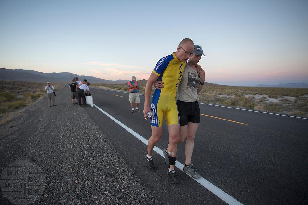 Thomas van Schaik wordt door Jan-Marcel van Dijken ondersteund na zijn race op de laatste racedag van de WHPSC. In de buurt van Battle Mountain, Nevada, strijden van 10 tot en met 15 september 2012 verschillende teams om het wereldrecord fietsen tijdens de World Human Powered Speed Challenge. Het huidige record is 133 km/h.<br /> <br /> Thomas van Schaik is supported by Jan-Marcel van Dijken after finishing hi last race on the sixth day of the WHPSC. Near Battle Mountain, Nevada, several teams are trying to set a new world record cycling at the World Human Powered Vehicle Speed Challenge from Sept. 10th till Sept. 15th. The current record is 133 km/h.
