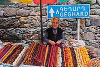 Armenie, province de Kotayk, monastère de Geghard, classé au patrimoine mondial de l'Unesco, marchande de fruits secs // Armenia, Kotayk province, Geghard Monastery, UNESCO World Heritage, dry fruit seller