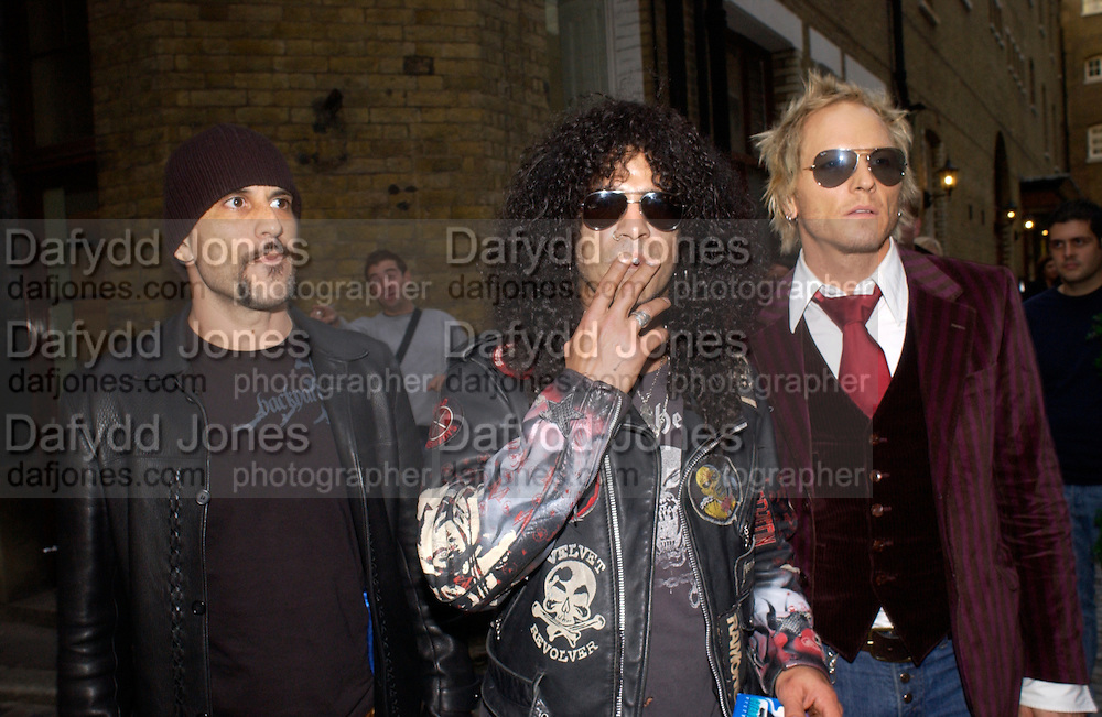 Slash of Velvet Revolver, The Kerrang Awards 2004. the Brewery, Chiswell st. London. 26 August 2004. SUPPLIED FOR ONE-TIME USE ONLY-DO NOT ARCHIVE. © Copyright Photograph by Dafydd Jones 66 Stockwell Park Rd. London SW9 0DA Tel 020 7733 0108 www.dafjones.com