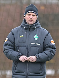 29.11.2010, Trainingsgelaende Werder Bremen, Bremen, GER, 1. FBL, Training Werder Bremen, im Bild Thomas Schaaf (Trainer Werder Bremen)   EXPA Pictures © 2010, PhotoCredit: EXPA/ nph/  Frisch       ****** out ouf GER ******