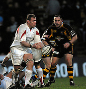 Wycombe, Great Britain. Falcon, Andy PERRY passes the ball, watched by Wasps Joe WARD, during the Guinness Premiership Game London Wasps vs Newcastle Falcon at Adams Park, England, on Sunday 25/11/2007   [Mandatory Credit. Peter Spurrier/Intersport Images]