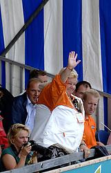 27-08-2006: VOLLEYBAL: NESTEA EUROPEAN CHAMPIONSHIP BEACHVOLLEYBALL: SCHEVENINGEN<br /> Beschermvrouwe EK Beachvolleybal Erica Terpstra<br /> &copy;2006-WWW.FOTOHOOGENDOORN.NL