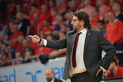 21.06.2015, Brose Arena, Bamberg, GER, Beko Basketball BL, Brose Baskets Bamberg vs FC Bayern Muenchen, Playoffs, Finale, 5. Spiel, im Bild Head Coach / Trainer Andrea Trinchieri (Brose Baskets Bamberg) gibt seinem Team Anweisungen. // during the Beko Basketball Bundes league Playoffs, final round, 5th match between Brose Baskets Bamberg and FC Bayern Muenchen at the Brose Arena in Bamberg, Germany on 2015/06/21. EXPA Pictures &copy; 2015, PhotoCredit: EXPA/ Eibner-Pressefoto/ Merz<br /> <br /> *****ATTENTION - OUT of GER*****