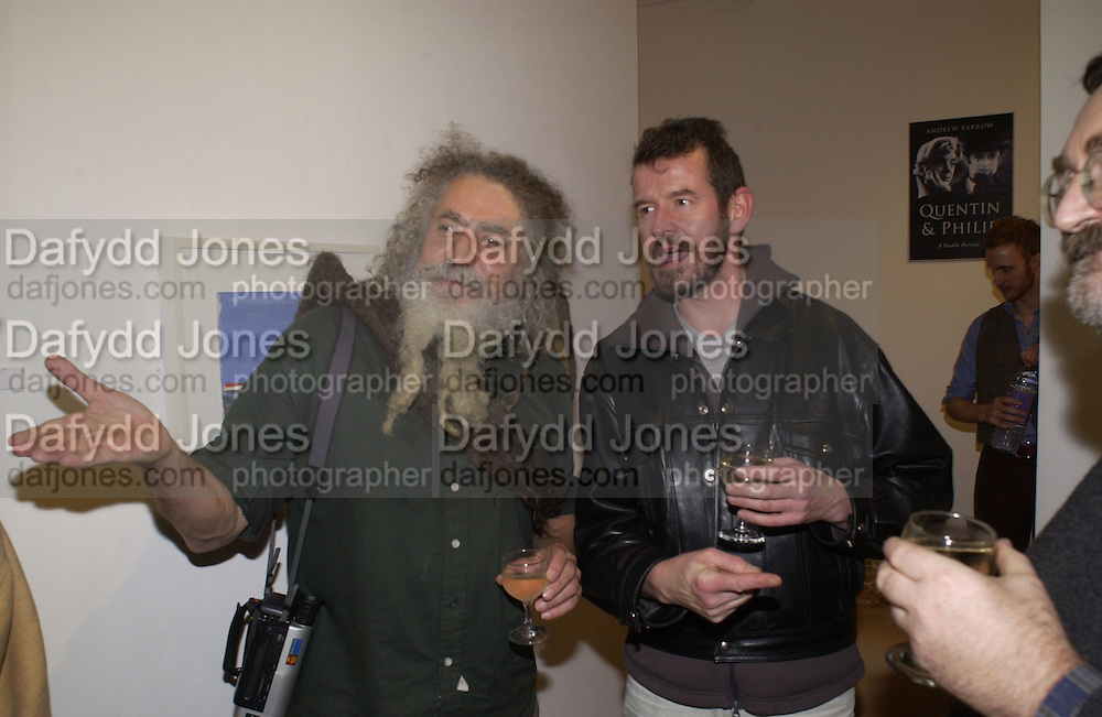 Ivan D'Evan and Adam Mars-Jones. Andrew Barrow book party, Redfern Gallery, London. 20 November 2002. © Copyright Photograph by Dafydd Jones 66 Stockwell Park Rd. London SW9 0DA Tel 020 7733 0108 www.dafjones.com