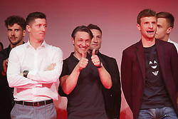 18.05.2019, Muenchen, GER, 1. FBL, FC Bayern Muenchen, Meisterfeier, Nockherberg, m Paulaner am Nockherberg, im Bild von links: Robert Lewandowski, Niko Kovac und Thomas Müller // during the celebration after winning the championship of German Bundesliga season 2018/2019 at the Paulaner am Nockherberg. Munich, Germany on 2019/05/18. EXPA Pictures © 2019, PhotoCredit: EXPA/ SM<br /> <br /> *****ATTENTION - OUT of GER*****