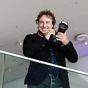 NLD/Amsterdam/20160829 - Seizoenspresentatie RTL 2016 / 2017, Marco Borsato met zijn fotocamera