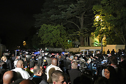 60799625  <br /> Journalists gather outside the residence of former South African President Nelson Mandela in Johannesburg, Dec. 6, 2013. Former South African president Nelson Mandela has died at the age of 95 Thursday, President Jacob Zuma announced in a televised speech to the nation. Friday, 6th December 2013. Picture by  imago / i-Images<br /> UK ONLY
