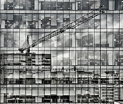 FOTÓGRAFO: Jaime Villaseca ///<br /> <br /> Reflejos de construcción en Las Condes.