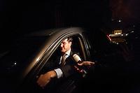 Nederland. Den Haag, 7 oktober 2010.<br /> Paleis Huis ten Bosch. Koningin  Beatrix ontvangt Mark Rutte , die tot formateur benomd wordt. Rutte vertrekt om 23.30 uur met zijn eigen auto, een Saab<br /> kabinet Rutte, eerste kabinet Rutte, Rutte 1, Rutte I, politiek, kabinetsformatie, coalitievorming<br /> foto © Martijn Beekman