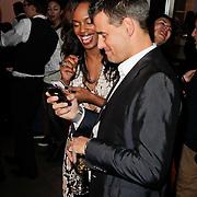 NLD/Amsterdam/20120202 - Lancering vernieuwde Talkies, Wilfred Genee en Jasmine Sendar bekijken babyfilmpjes op hun telefoons
