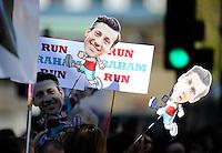 Specrators<br /> The Virgin Money London Marathon 2014<br /> 13 April 2014<br /> Photo: Javier Garcia/Virgin Money London Marathon<br /> media@london-marathon.co.uk