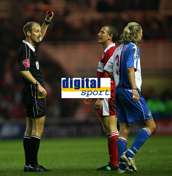Fotball<br /> England 2004/2005<br /> Foto: SBI/Digitalsport<br /> NORWAY ONLY<br /> <br /> Middlesbrough v Blackburn Rovers, Barclays Premiership, Riverside Stadium, Middlesbrough 05/02/2005.<br /> <br /> Middlesbrough's Ray Parlour (C) is shown the red card by the referee, Mike Riley (L), for handling the ball, his second bookable offence.
